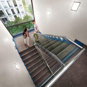 Wizualizacja klatki schodowej z zaznaczoną izolacją akustyczną Schöck Tronsole Fot. Schöck